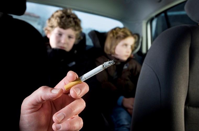 Hút thuốc trên ô tô